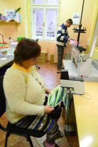 Secvaknutí listů sešitu donašich textilních desek FOREWEAR