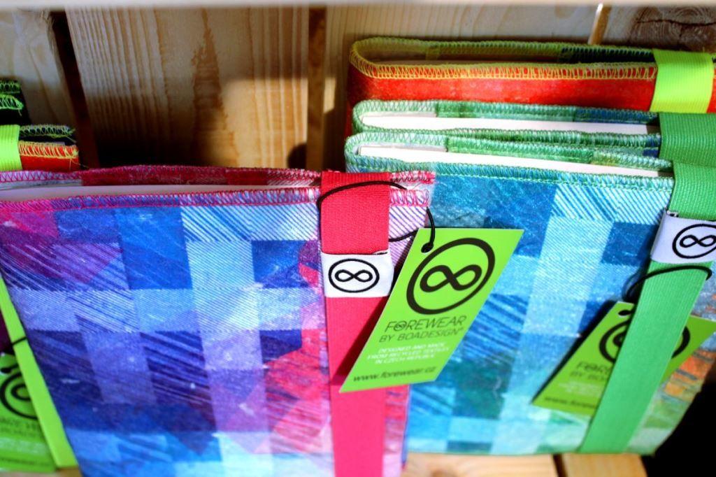 Zápisníky zrůžovo-zelené řady FOREWEAR