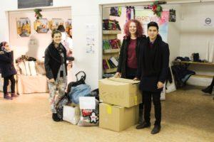 Várka oblečení darovaného Přestupní stanici