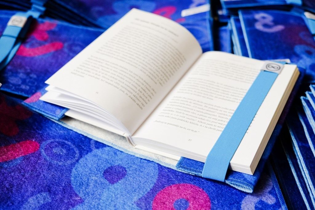 Recyklované obaly na knihu pro Etnetera Activate