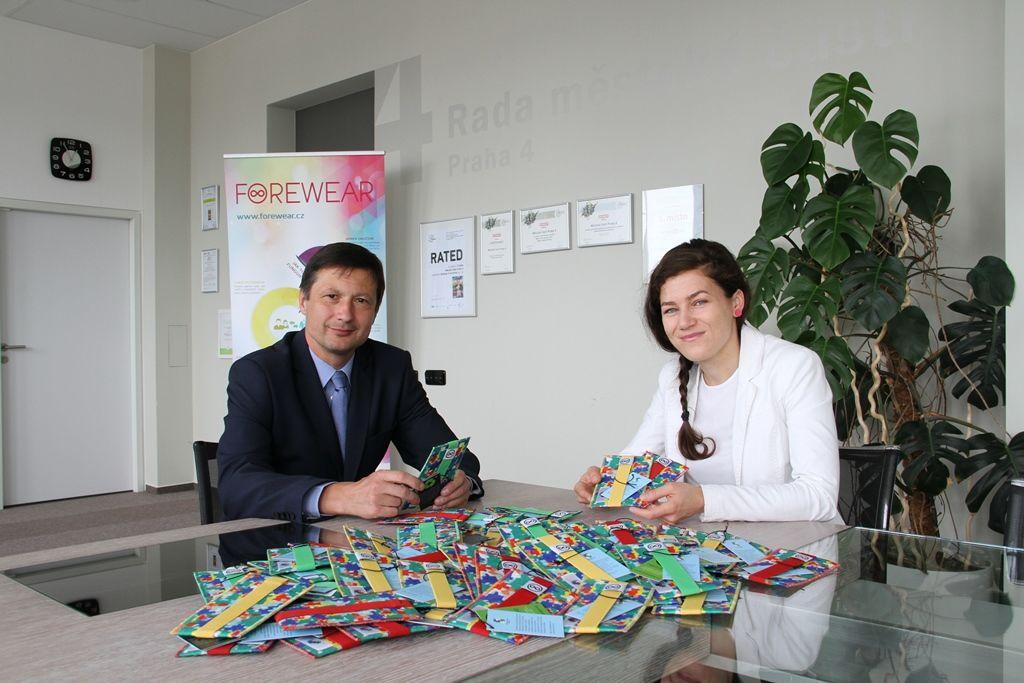 Předávání obalů namobily se starostou MČ Prahy 4, Mgr. Petrem Štěpánkem