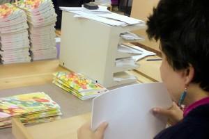 Výroba sešitů FOREWEAR vchráněné papírenské dílně Lemniskáta