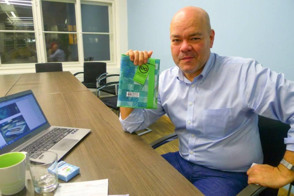 Pan Carlos Gutierrez se zápisníkem FOREWEAR